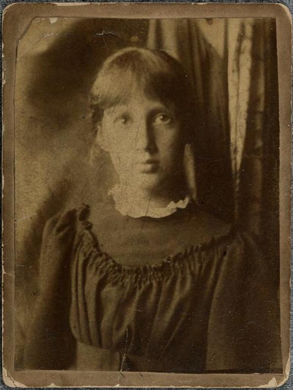 Virginia Woolf in 1895