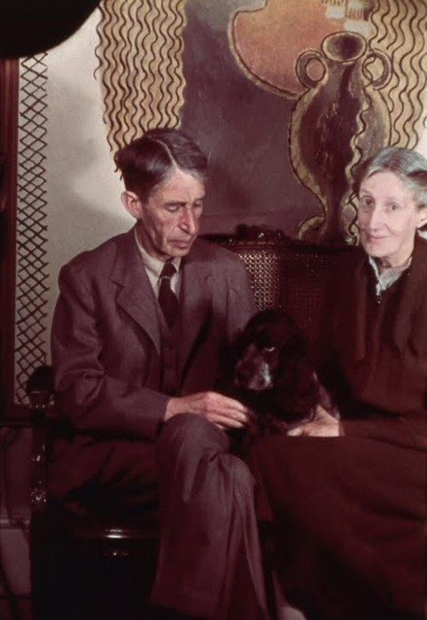Virginia Woolf and Leonard Woolf photographed by Gisele Freund at their home in Tavistock Square in 1939